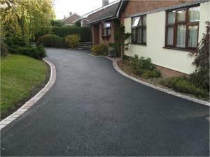 Tarmac-driveways-in-leeds-300x225